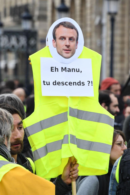 """""""Na Manu, kommst du von deinem hohen Ross runter?!""""Seit Monaten demonstrieren die Gelbwesten in Frankreich gegen soziale Ungerechtigkeit. Viele fordern inzwischen sogar Macrons Rücktritt"""
