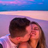 Das süße Paar verbringt seinen Honeymoon auf den traumhaften Malediven.