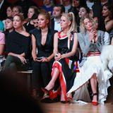 Bei dem Label Monse sitzt Maria-Olympia schließlich neben Paris und Nicky Hilton. Mit den beiden It-Girls ist sie eng befreundet.
