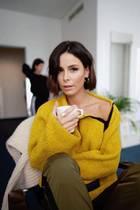 Über Instagram verrät Lena Meyer-Landrut ihre neue Sucht. Ist es Kaffee? Vielleicht eines der neumodischen, bunten Süßgetränke, die aus unerfindlichen Gründen aus einer Tasse getrunken werden müssen? Viel zu fancy für die ehemalige ESC-Gewinnerin, sie ist süchtig nachKamillentee.