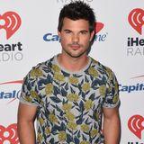 Taylor Lautner gibt sich heute sichtlich seriöser. Allerdings sieht man ihn nicht mehr oft in der Öffentlichkeit. Nach Twilight übernimmt er nur noch kleine Serienrollen und zieht sich aus dem Rampenlicht zurück. Lieber genießt er sein Liebesleben mit Freundin Tay.