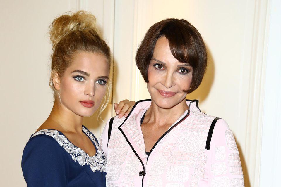 Chiara Moon (l.) ist die Tochter von Schauspielerin Anouschka Renzi