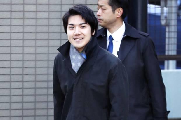 Kei Komuro soll Prinzessin Mako Medienberichten zufolge 2012 bei einer Party kennengelernt haben. Im Mai 2017 bestätigte der japanische Hof die Verlobung des Paares