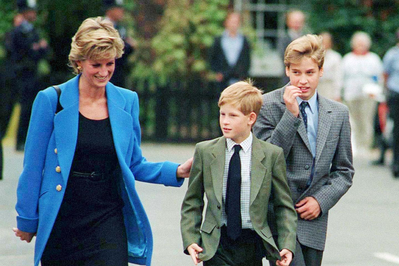 Lady Diana mit ihren Söhnen Prinz Harry und Prinz William.