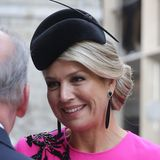"""Wenn das Outfit auffälliger ist, heißt es beim Beauty-Look """"Weniger ist mehr"""". Die holländische Königin trägt ein natürliches Make-up und betont ihre dunkelbraunen Augen nur leicht. Das lässt das Kleidfür sich sprechen und sieht trotzdem elegant aus."""