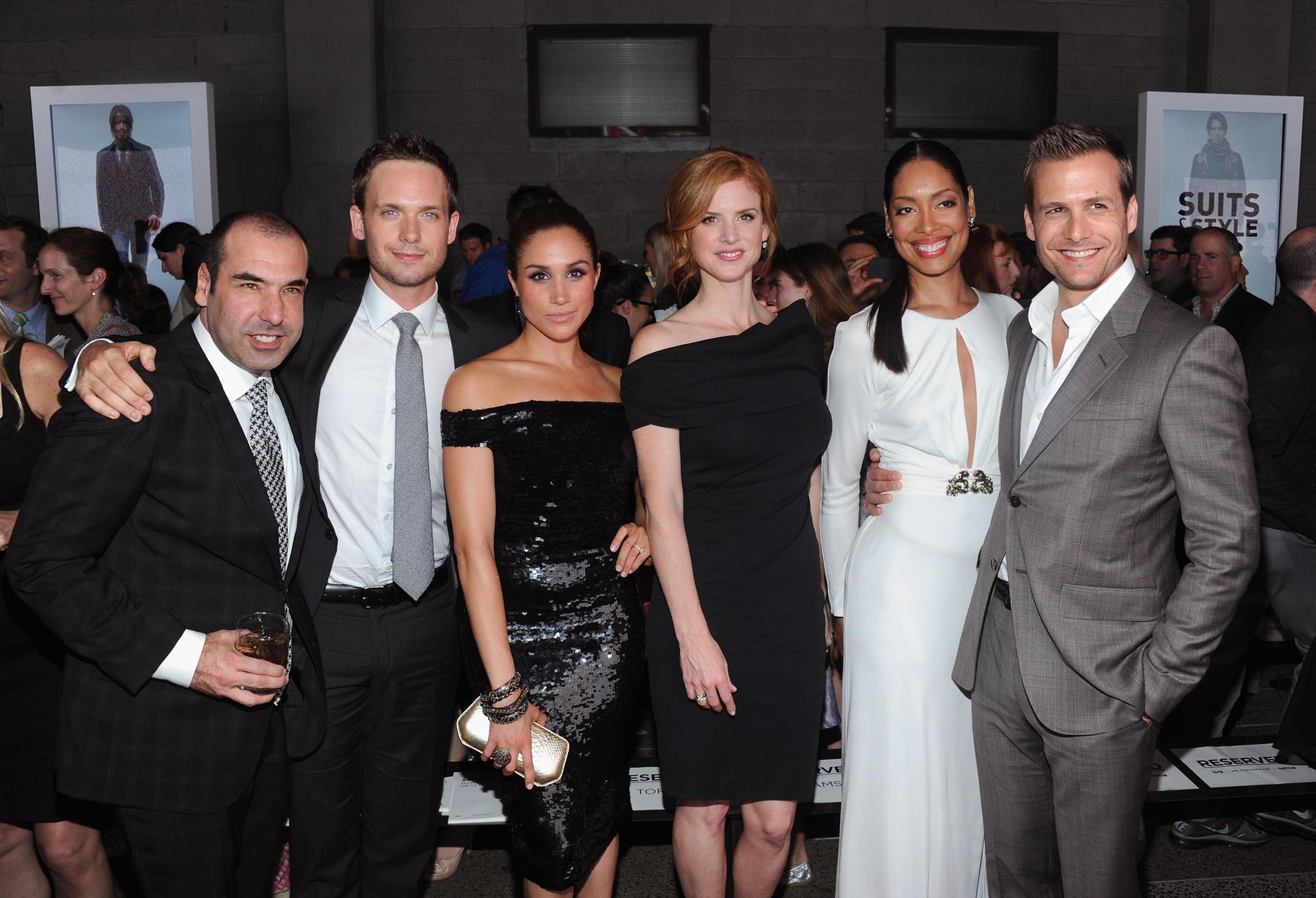 """Die Anfänge von """"Suits"""": Sarah Rafferty, Rick Hoffman, Meghan Markle und Patrick J. Adams bei einem Termin in Los Angeles"""