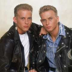 """Bros   Die Bros-Zwillinge Matt und Luke Goss könnten sogar bei einer #30YearChallenge mitmachen: Ende der 80er Jahre haben die Brüder und Schulfreund Craig Loganmit Hits wie """"When will I be famous?"""" und """"Cat among the Pigeons"""" für Kreisch-Alarm bei jungen Mädels gesorgt."""