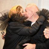 Küßchen links, Küßchen rechts: Jean Paul Gaultier begrüßtCatherine Deneuve