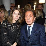 Sofia Coppola und DesignerValentino Garavani sitzen gemeinsam in der Front Row