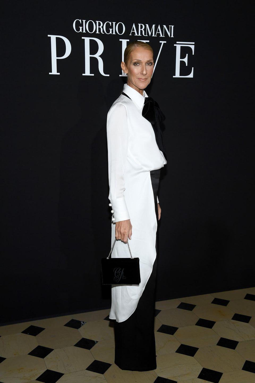 Fashion-Marathon im Mager-Look: Céline Dion besucht auch die Show von Armani Privé.