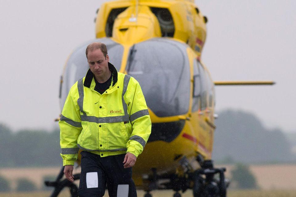 """Prinz William ist ausgebildeter Helikopter-Pilot. Von Januar 20019 bis September 2013 war er für die""""Royal Air Force"""" tätig, von Juli 2015 bis Juli 2017 für die""""East Anglian Air Ambulance""""."""