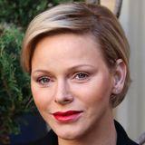 2018  Festlich präsentiert sich Charlène beim alljährlichen Geschenke-Event in Monaco. Mit vollen und leuchtend roten Lippen.