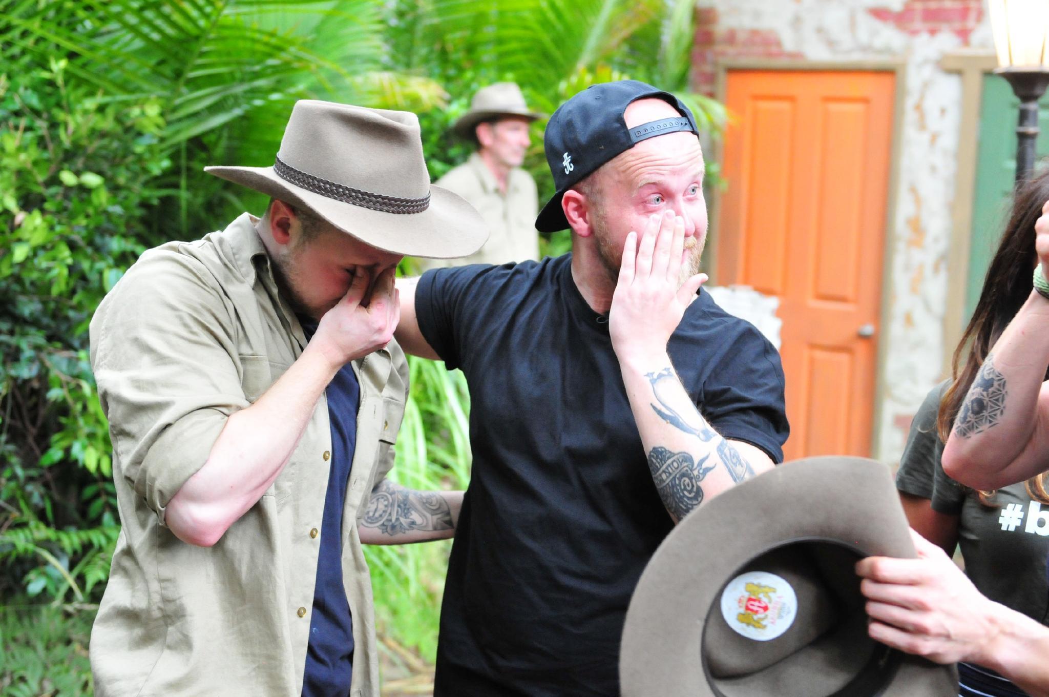 Bei Felix van Deventer fließen Tränen, als er seinen Bruder Timo in die Arme nehmen kann