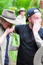 Felix van Deventer und sein Bruder Timo freuen sich über ihr Wiedersehen