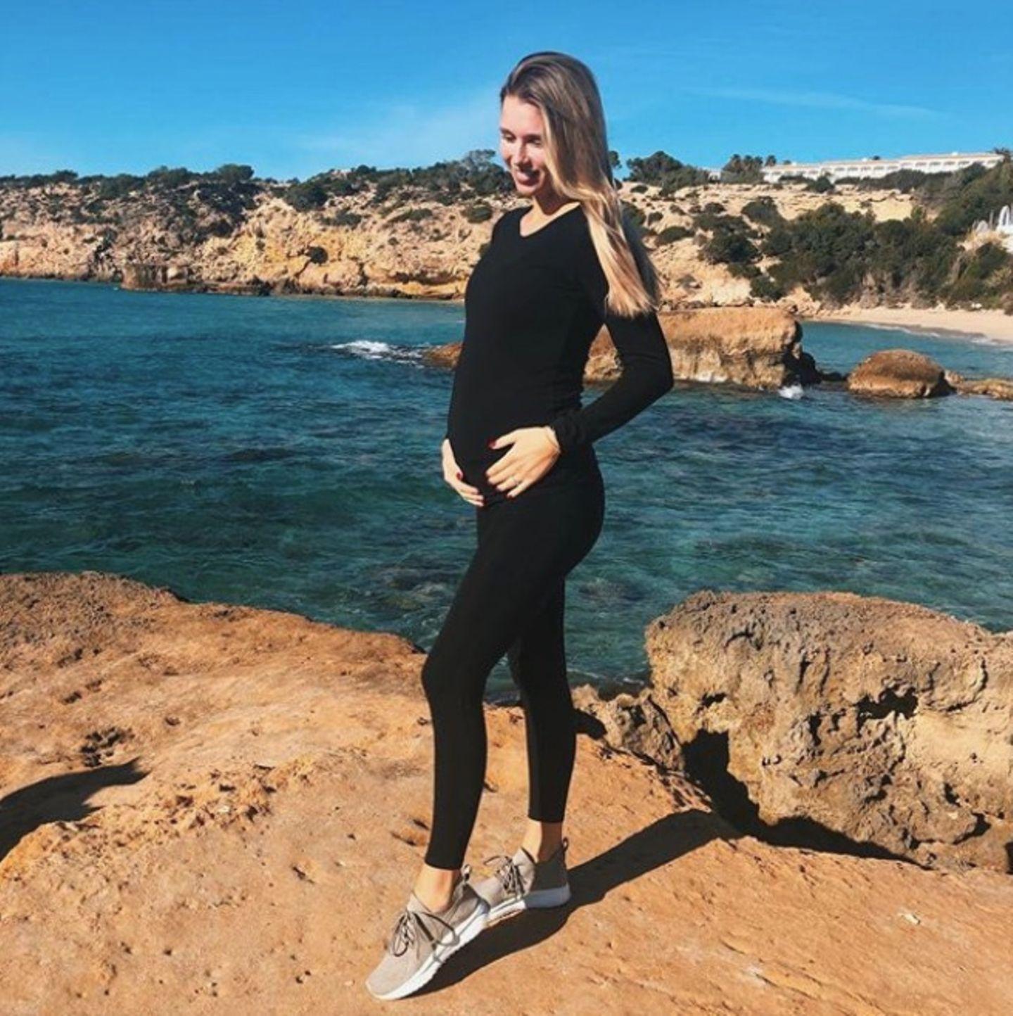 Scarlett Gartmann ist im Januar 2019 in ihrem achten Schwangerschaftsmonat angekommen. Mittlerweile sieht man ihren Babybauch ganz deutlich.
