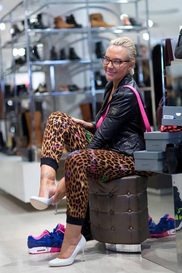 Promi Shopping Queen: Huch! Wo ist der zweite Schuh geblieben?