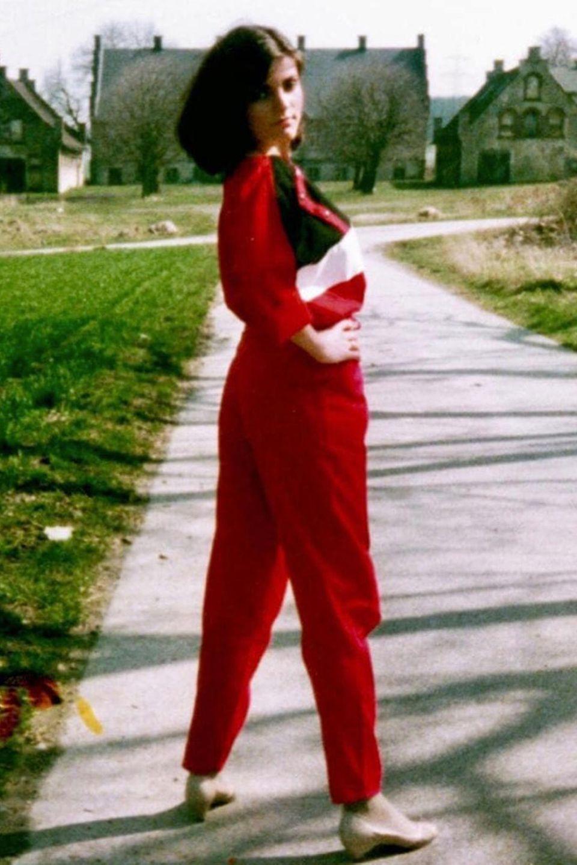 Vor 45 Jahren hat Birgit Schrowange in ihrem Dorf im Sauerland auch schon so gern vor einer Kamera posiert, und daher können sich ihre Instagram-Fans jetzt an diesem süßen Teenie-Bild der beliebtenModeratorin erfreuen. Übrigens ein 1-A-Outfit, Birgit!