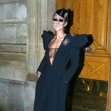 Mon Dieu! Couture hin, Couture her: In diesem spacigen Outfit wirkt Céline Dion einfach nur verkleidet.