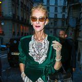 Nach einer Jogginghose und einem kuscheligen Wohlfühl-Sweater sucht man in den Koffern von Superstar Céline Dion während der Pariser Haute-Couture-Woche wohl vergeblich. Auch am Abend wird die Sängerin in diesem Look zum absoluten Blickfang.