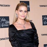 """Auf dem Red Carpet des""""Town & Country Jewelry Award"""" in New York glänztLady Kitty Spencer dank ihres hochkarätigen Schmuck von Bulgari ganz besonders. Ihre Halskette, das Modell Serpenti, ist auf 18 KaratRoségold mit Rubellit und Diamant-Pavé gefertigt."""