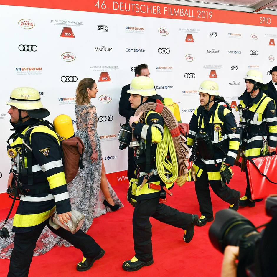 Deutscher Filmball Dekolletés Bienen Fans Und Feueralarm