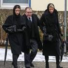 Fritz Wepper muss auf dem Weg zur Beerdigung seiner Frau gestützt werden