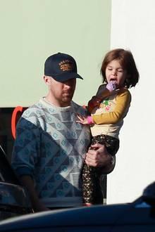 18. April 2018  Mmh, lecker: Im sonnigen Los Angeles gönnt Papa Ryan seiner süßen Tochter Esmeralda ein Eis.