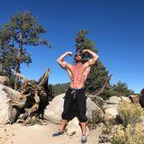 Seinen gestählten Body setzt Bastian Yotta gerne in Szene. Auf Instagram finden sich zahlreiche Posts, aufdenen er sich oberkörperfrei präsentiert. Masse, die er sich nach der Dschungelcamp-Teilnahme erstmal wieder anfuttern muss ...