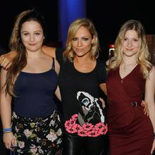 """Michelle posiert mit ihren Töchtern Céline Oberloher und Marie-Louise Reim beim Finale von """"Deutschland sucht den Superstar""""."""