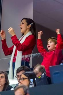 27. Januar 2019  Prinzessin Mary, Prinz Vincent, Prinzessin Isabella und Prinz Frederik feuern die dänische Nationalmannschaft beim Finale der Handball-Weltmeisterschaft im eigenen Land eifrig an. Das Daumendrücken hat geholfen, Dänemark setzt sich mit 31:22 gegen Norwegen durch.