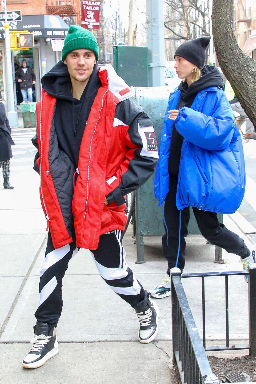 28. Januar 2019  In modischen, übergroßen Jacken werdenJustin Bieber und seine Hailey in New York gesichtet.Im Stadtteil SoHo sind der Sänger und das Model auf dem Weg in ein Restaurantfür ein leckeres Mittagessen.