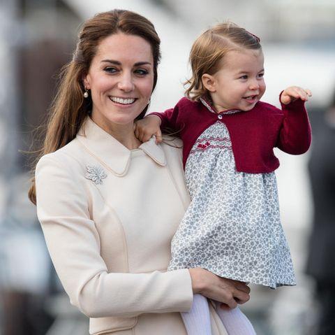 Herzogin Catherine und ihre Tochter Prinzessin Charlotte. Ob die Kleine noch eine Schwester bekommt?
