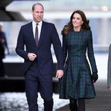 Zusammen mit Prinz William ist sie nach gut drei Jahren zurück in der schottischen Küstenstadt und eröffnet dort das neue Designmuseum. Ihr Outfit könnte nicht passender sein...