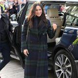 Das sogenannte Schottenkaro wird oft für Kilts, Plaids und andere schottische Kleidungsstücke genutzt, und ist somit ein wahres Markenzeichen des Landes. Die Herzoginnen stimmen ihre Kleider oft auf das Land ab, das sie besuchen und versuchen die Kultur und die Regeln des Landes so zu respektieren.