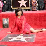 """28. Januar 2019   US-Schauspielerin Taraji P. Henson freut sich über ihren Sternauf dem """"Walk of Fame"""". In jede Rolle würde sie eine Menge Liebe hineinstecken, sagtdie Golden-Globe-Preisträgerin aus der TV-Serie """"Empire""""vor jubelnden Fans und Reportern auf dem Hollywood Boulevard."""