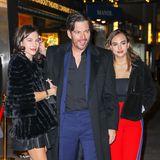 Schauspieler und Musiker Harry Connick jr. muss nicht nur auf zwei schöne Töchter, Sarah und Charlotte, aufpassen, sondern sogar auf drei. Seine Älteste, die 22-jährige Georgia ist nicht auf dem Bild zu sehen.