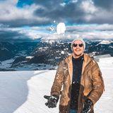 """Das sieht nach Spaß aus.""""Schneeballschlacht?"""", postet der ehemalige Bachelorette-GewinnerDavid Friedrich vor atemberaubender Alpen-Kulisse."""