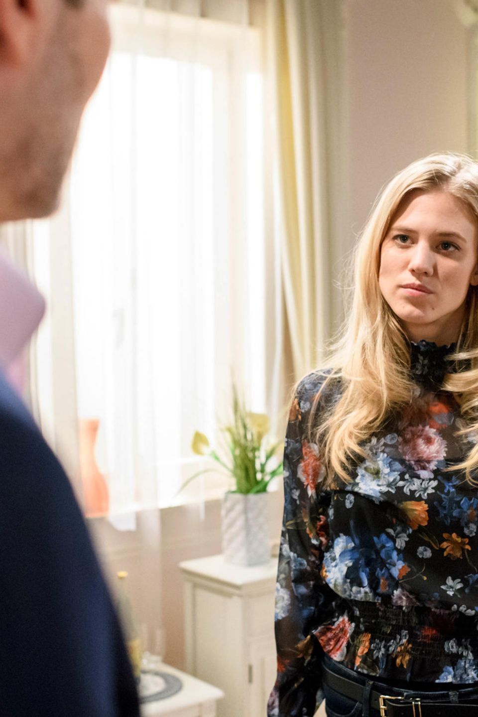 In Folge 3107 haben Christoph (Dieter Bach) und Alicia (Larissa Marolt) wieder etwas zu besprechen