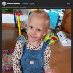 """Tragische Schicksalsschläge: ... fünf leiblichen Kindern, drei Stiefkindern und einer Enkelin. Die Kleinen vermissen ihren Papa natürlich sehr, doch es gibt auch Momente des Glücks, in denen Jenna Soraya und Co. auch wieder lachen können. """"Papa wäre so stolz auf dich"""", schreibt sie dazu ..."""