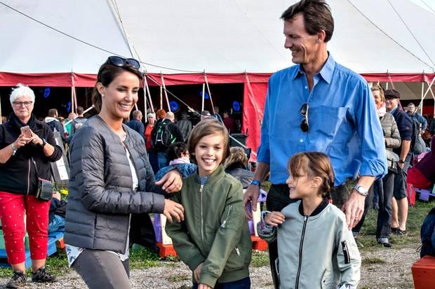 Prinz Joachim von Dänemark wird mit seiner Frau Prinzessin Marie und den zwei gemeinsamen Kindern Prinz Henrik und Prinzessin Athena nach Frankreich ziehen.