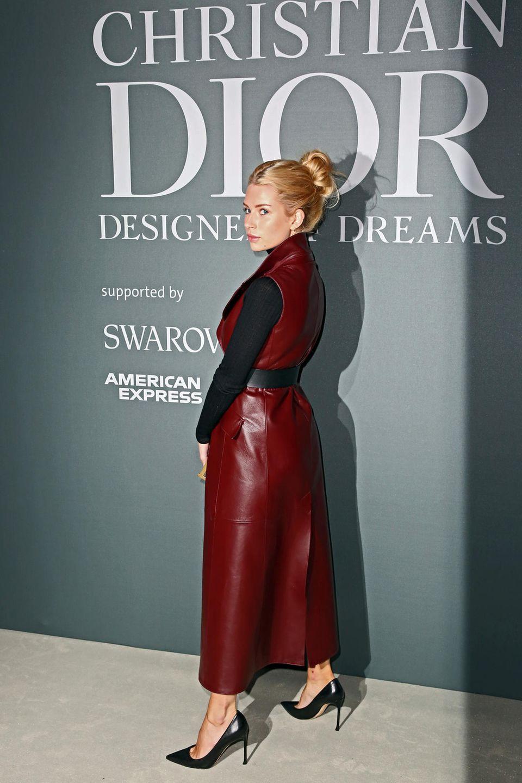 """Nachts im Museum: Die Red-Carpet-Looks der """"Christian Dior""""-Ausstellungseröffnung mit Lottie Moss und Co."""
