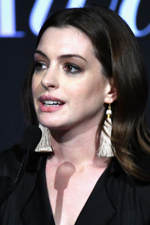 Anne Hathaway wolltedurch Nicht-Essen und Zigaretten ihre Figur halten