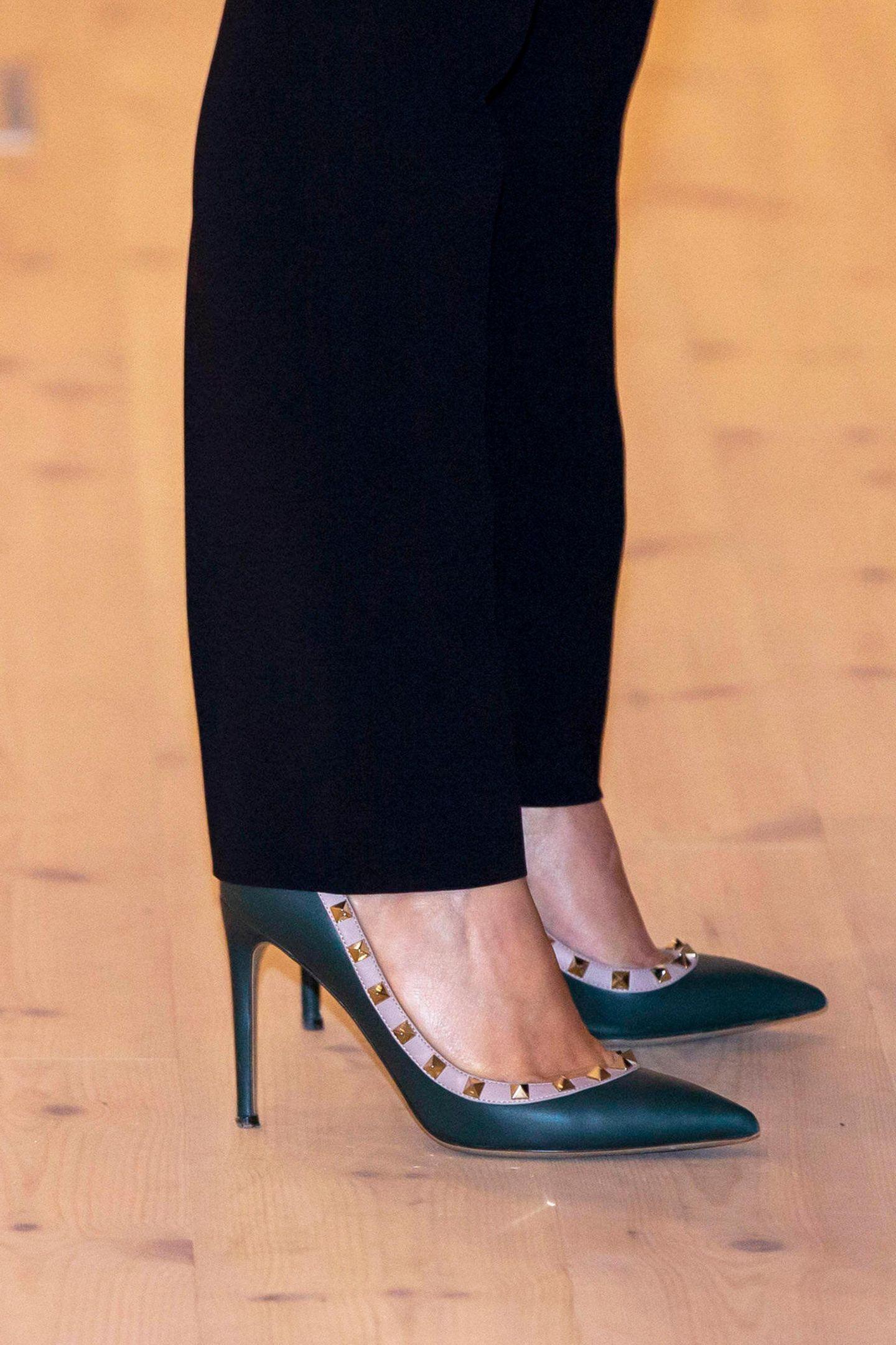 """Marys """"Rockstud""""-Heels von Valentino (rund 600 Euro) sind nämlich ein absolutes Must-Have für jede Fashionista."""