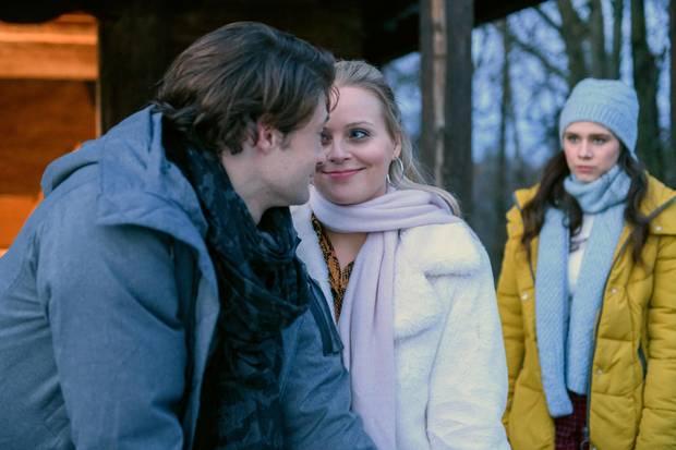Joshua (Julian Schneider) ist mit Annabelle (Jenny Löffler) zusammen. Denise leidet unter dem Glück ihres Traummannes und ihrerSchwester