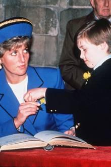 Prinzessin Diana und Prinz William 1991 bei einem Termin in Wales.