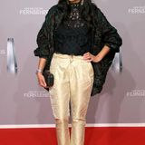 Collien Ulmen-Fernandes bringt einen stylischen Hauch von Indien auf den Red Carpet des Fernsehpreises.