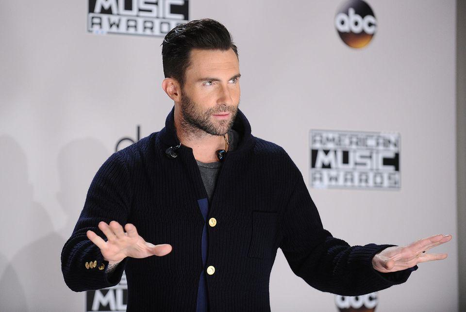 """""""Maroon5""""-Frontsänger Adam Levine tritt steht zur Zeit im Kreuzfeuer hitziger Diskussionen"""