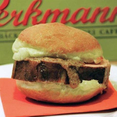 In der Bäckerei Perkmann gibt es jetzt Leberkäs-Krapfen