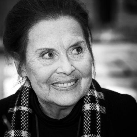 """1. Februar 2019: Ursula Karusseit (79 Jahre)  Traurige Nachricht für alle """"In aller Freundschaft""""-Fans: Serien-Urgestein Ursula Karusseit ist im Alter von 79 Jahren verstorben. Dies bestätigte ihr Ehemann gegenüber der dpa. Karusseit war seit 1998 in der ARD-Serie als Cafeteria-Chefin Charlotte Gauss zu sehen. Prominenz erlangte sie aber schon vorher: 1962 schloss sie in Berlin ihre Schauspielausbildung ab, war danach sowohl auf der Theaterbühne als auch im TV zu sehen. Ursula Karusseit hinterlässt Sohn Pierre Benson, ebenfalls Schauspieler, und Ehemann Johannes Wegner."""