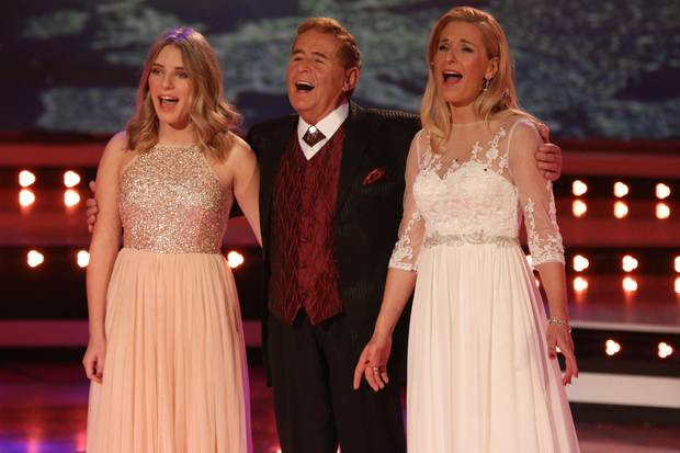Johanna hat Musik im Blut: Zusammen mit ihrem Großvater Eberhard und ihrer Mutter Stefanie singt sie auf der Bühne.